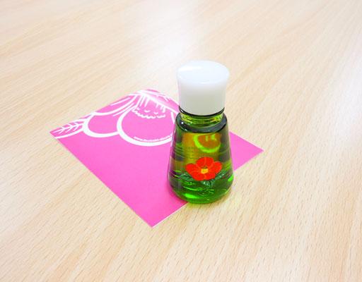 化粧箱屋ドットコム コマガタ 純粋椿油10ml瓶とリーフレット